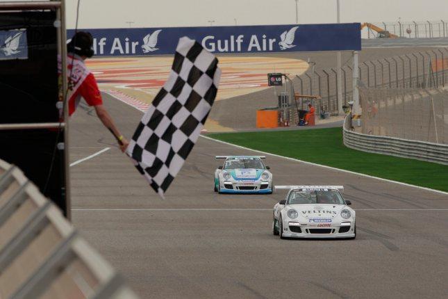 Zieldurchfahrt Rennen 2: Norbert Siedler (A) Porsche Mobil 1 Supercup Bahrain 2012
