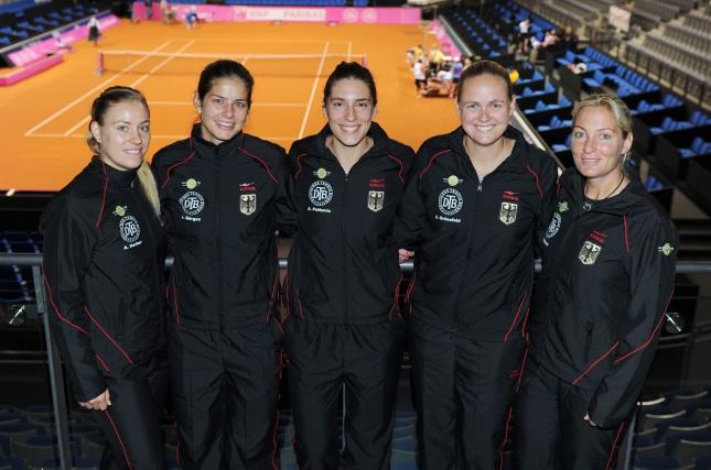 Porsche Team Deutschland: Angelique Kerber, Julia Görges, Andrea Petkovic, Anna-Lena Grönefeld, Teamchefin Barbara Rittner (l-r)