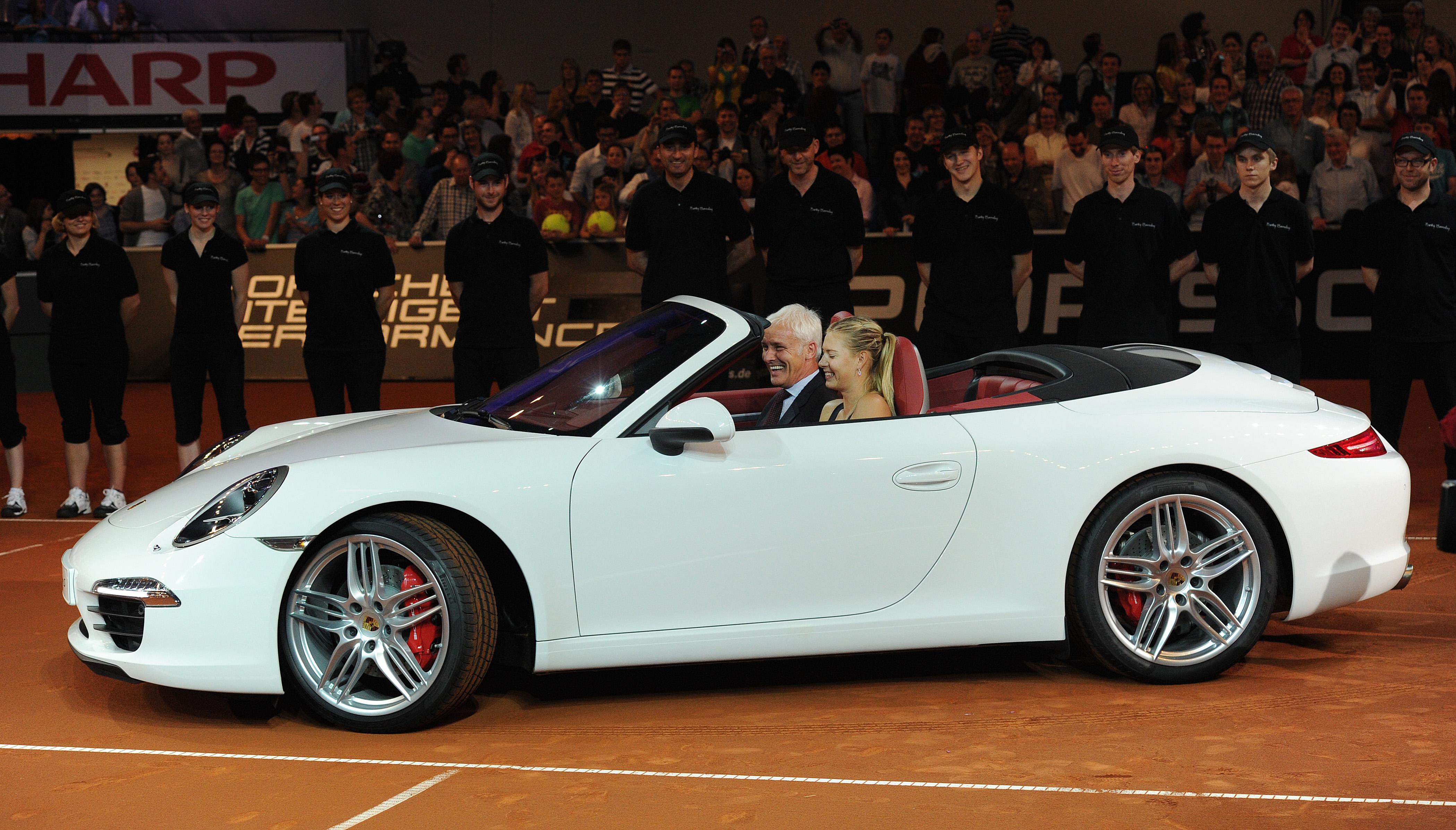 video tennis queen s great debut maria sharapova wins 2012 porsche tennis grand prix porsche. Black Bedroom Furniture Sets. Home Design Ideas
