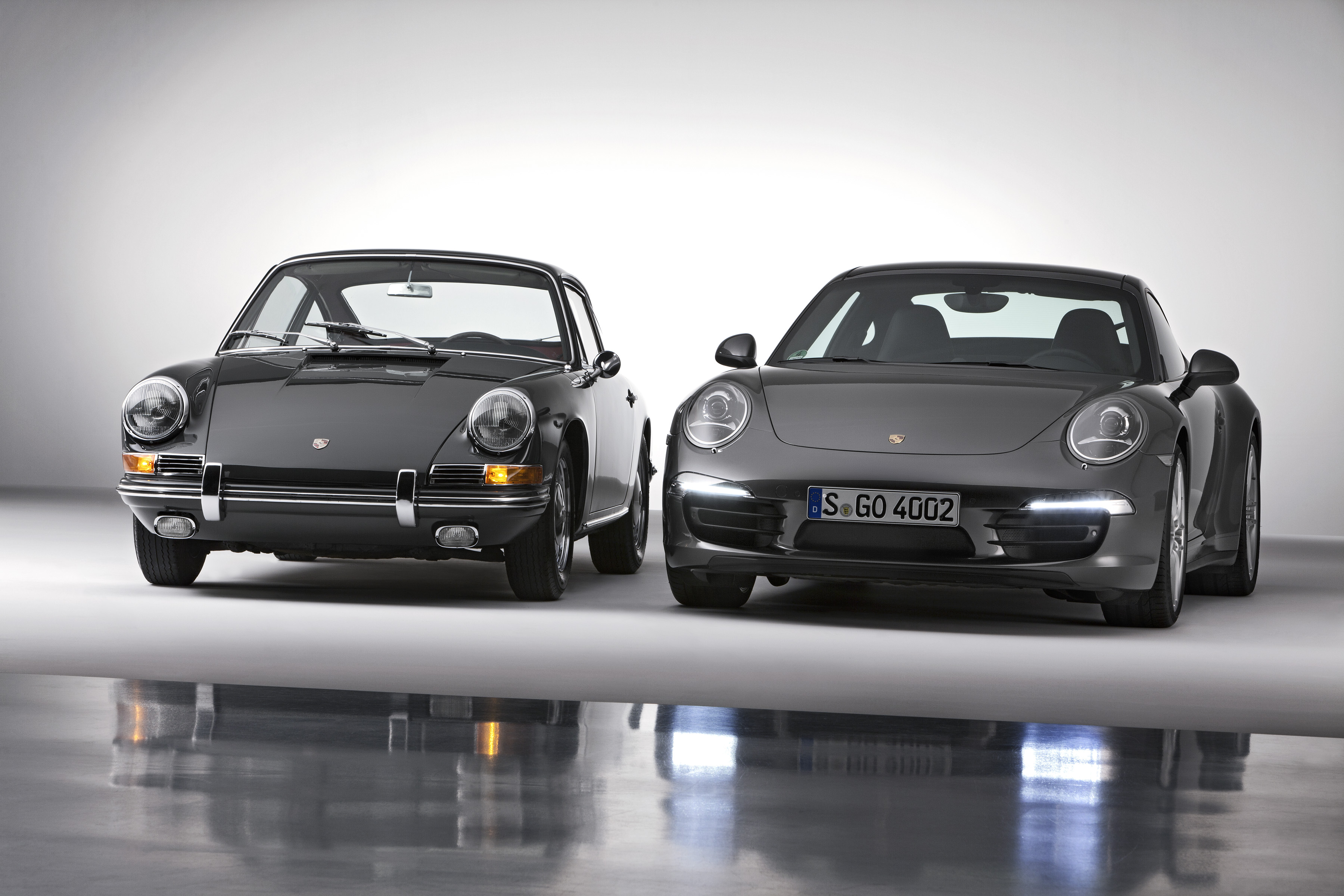 Merveilleux Porsche 911 Carrera 4S Coupé And Porsche 911 2.0 Coupé (Model Year 1964)