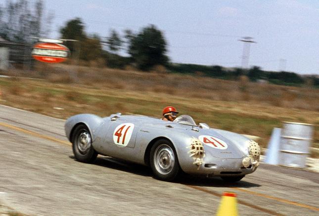 Sebring 1956: Hans Herrmann with Porsche Typ 550 Spyder.