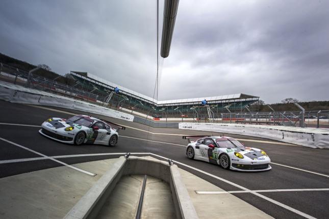 Porsche 911 RSR, Porsche AG Team Manthey- Joerg Bergmeister, Timo Bernhard, Patrick Pilet