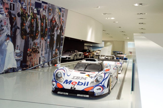 Also Porsche`s last winner car of Le Mans from 1998 will be displayed: the Porsche 911 GT1 `98.