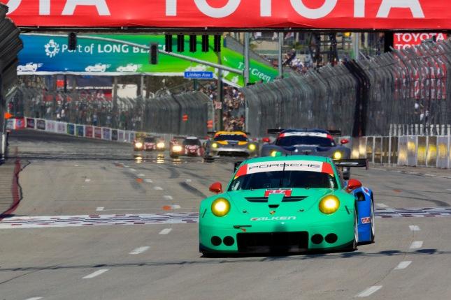 Porsche 911 RSR, Team Falken Tire: Wolf Henzler, Bryan Sellers
