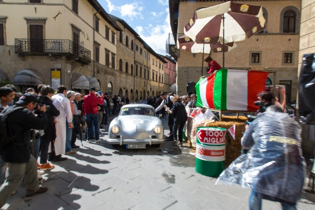Again this year the participants of the Mille Miglia will be guided through the narrow alleys of Italy.
