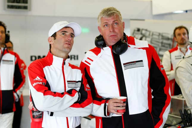 Porsche Team: Romain Dumas, Wolfgang Hatz (Vorstand Forschung und Entwicklung Porsche AG)