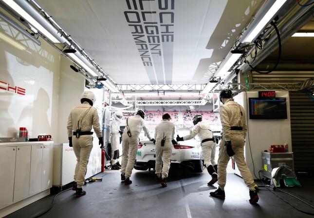 Porsche 911 RSR, Porsche Team Manthey: Marco Holzer, Frederic Makowiecki, Richard Lietz