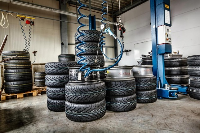 Tyre tests for classic Porsche cars: modern tyres preserve driving pleasure and driving safety